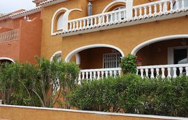 Cheap 2 bedroom apartments for sale in Benitachell. Apartment of 2 bedrooms with terrace in a complex with pool in Benitachell