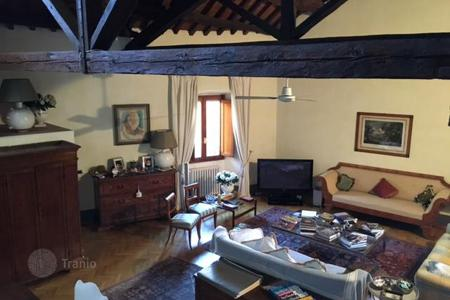 2 bedroom apartments for sale in Florence. Apartment with a terrace, in a quiet district, in the center of the city, Florence, Italy