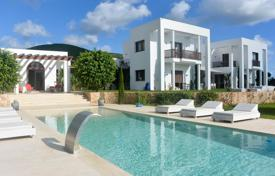 Property to rent in Sant Carles de Peralta. Villa with a guest house and a view of the sea, on a plot with a pool, a pond and a tennis court, San Carlos, Ibiza, Spain