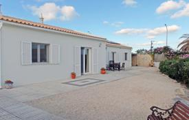 Houses for sale in Faro. Charming 4 bedroom house near Ingrina beach, Raposeira, West Algarve