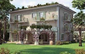 Luxury 6 bedroom houses for sale in Lucca. New three-storey villa with a pool in the center of Forte dei Marmi, Tuscany, Italy