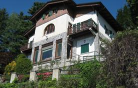 Houses for sale in Premeno. Cozy villa with a veranda, two balconies and lake views, near the town, Premeno, Piedmont, Italy