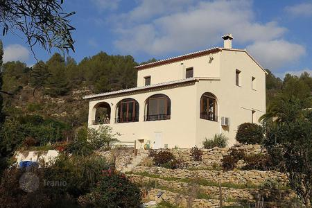 Property for sale in Jalón. 4 bedroom villa with private pool, 15000 sqm plot and mountain views in Jalón, Costa Blanca