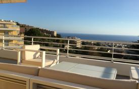 3 bedroom apartments for sale in Côte d'Azur (French Riviera). Last floor with panoramic sea view and large terrace
