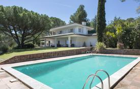 Property for sale in Santa Maria de Solius. Two-storey villa with a pool, a garden and a terrace, next to the beach and a golf course, Santa Maria de Solius, Spain
