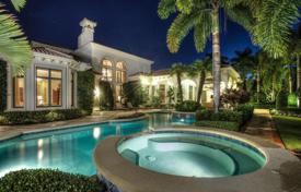 Luxury houses with pools for sale in North America. Villa in Palm Beach Gardens