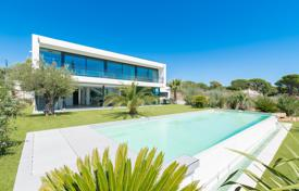 Houses with pools by the sea for sale in Côte d'Azur (French Riviera). Modern villa with a sea view, a private garden, a pool and a garage, Grimaud, France