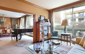 Luxury property for sale in Neuilly-sur-Seine. Neuilly-sur-Seine. A near 169 m² family apartment.