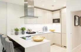 Residential for sale in London. Three-room apartment with a balcony in a prestigious residence with a concierge and a rooftop terrace in the city center, London, UK