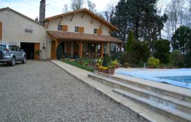 Property for sale in Aquitaine. Four-bedroom house with pool on 1 hectare near Marmande