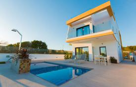 Residential for sale in Pilar de la Horadada. Detached villa with private pool in Lo Romero Golf