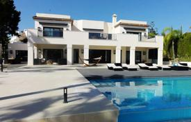 Luxury 6 bedroom houses for sale in Costa del Sol. Beautiful, modern villa in the Golf Valley of Nueva Andalucía