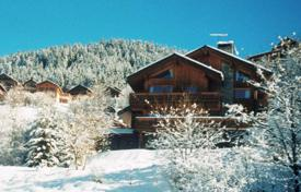Chalets for rent in Meribel. Cozy chalet with 6 spacious rooms, balconies, hot tubeand sauna. France, Meribel