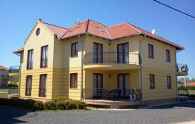 Cheap apartments with pools for sale in Central Europe. Apartment – Kehidakustany, Zala, Hungary