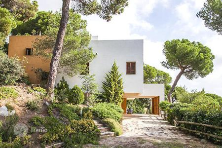 5 bedroom houses for sale in Catalonia. Spacious house with sew view, Premia de Dalt, Spain