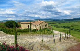 3 bedroom houses for sale in Tuscany. Villa in Siena, Italy