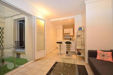 Cheap apartments for sale in Ile-de-France. 16th, Pompe Longchamp, apartment 1 bedroom with terrace
