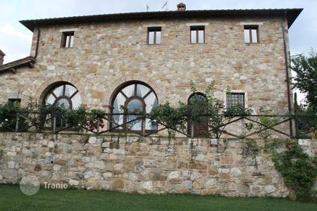 Houses for sale in Pienza. Luxury villa with pool in Pienza