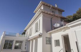 Luxury 3 bedroom houses for sale in Nice. Villa with a panoramic sea view