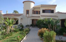 4 bedroom houses for sale in Faro. Traditional, spacious villa on a great sized plot near to Praia da Luz, West Algarve