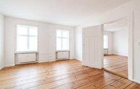 Residential for sale in Kreuzberg. Two-bedroom apartment with a dressing room in an old building in Kreuzberg area, Berlin