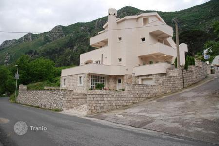 Residential for sale in Kotor. The house on the first line in Prchan