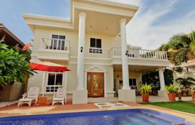 Property to rent in Southeastern Asia. Two-storey villa in Pattaya, Thailand. Swimming pool, hot tub, quiet district, 400 meters from the beach