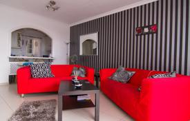 Apartments with pools for sale in Tenerife. Apartment in a quiet residential area in Adeje