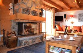 Property for sale in Moûtiers. Two-level apartment with a fireplace and a balcony, in a popular area of the ski resort, Saint-Martin-de-Belleville, France