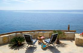 Villas and houses to rent in Paphos (city). Truly Spectacular Villa found in a Unique First Line Sea Position in the heart of Coral Bay. This is a superb luxury villa offerin