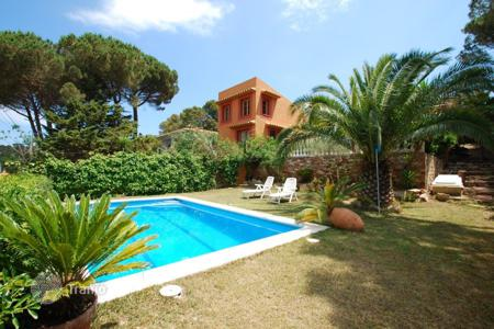 Houses with pools for sale in Begur. Villa – Begur, Catalonia, Spain