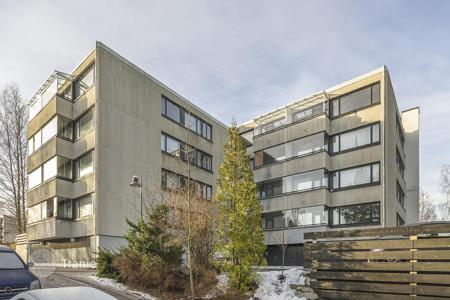 Coastal residential for sale in Espoo. Spacious apartment with a glazed balcony and scenic views of the surrounding area, in a building 400 meters from the sea, Espoo, Finland