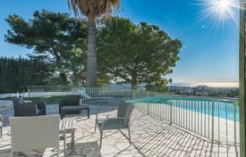 Property for sale in Côte d'Azur (French Riviera). Cimiez, 230 m² villa with pool and sea view