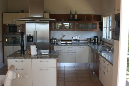 4 bedroom villas and houses by the sea to rent in Balearic Islands. Villa – Balearic Islands, Spain