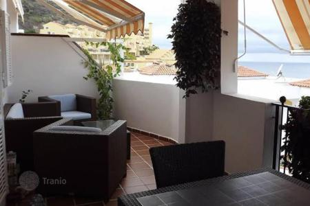 Property for sale in Santa Cruz de Tenerife. Furnished townhouse with terrace and ocean views in a residential complex with two swimming pools, in Torviscas Alto, Tenerife