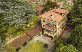 Luxury houses for sale in Lombardy. Charming villa with a park, a greenhouse and a swimming pool in the town of Leno, Italy