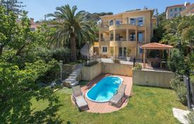 4 bedroom houses for sale in France. Cozy villa with a terrace, a pool, a guest apartment and sea views, near the beach, Mont Boron, Nice, France