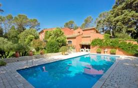 Property for sale in Mougins. Villa – Mougins, Côte d'Azur (French Riviera), France