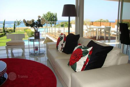 Luxury residential for sale in Paphos. Respectable villa with pool, on the beach in a suburb of Polis — Laci, Paphos