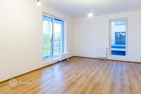 Apartments for sale in the Czech Republic. Single room apartment with a balcony in a safe house near the park in the tenth district of Prague