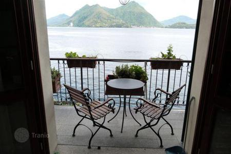 Apartments for sale in Piedmont. Apartment with panoramic views of Lake Maggiore and direct access to a private beach in Verbania, Italy