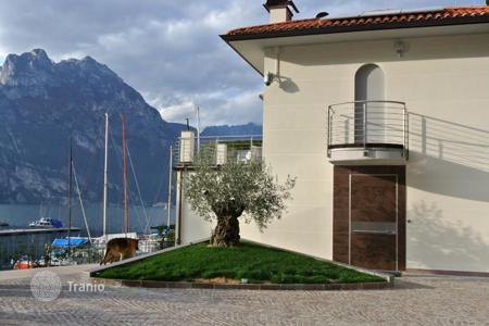 Luxury residential for sale in Toscolano Maderno. Villa – Toscolano Maderno, Lombardy, Italy