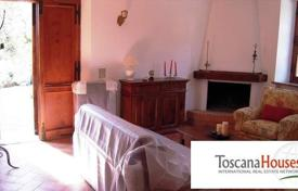 Luxury 4 bedroom houses for sale in Siena. Villa – Siena, Tuscany, Italy