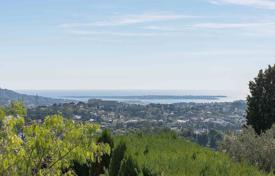 Cheap 3 bedroom apartments for sale in Côte d'Azur (French Riviera). Mougins — At walking distance of the village