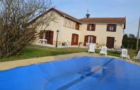 2 bedroom houses for sale in France. Historic villa with a pool, a garden and outbuildings, five minutes drive from Miélan, Gers, France