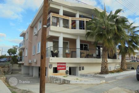 Cheap apartments with pools for sale in Chloraka. 2 Bed Spacious Top Floor Apartment Chlorakas
