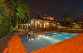 Residential for sale in Mil Palmeras. Two-level villa with a pool and a garage in Mil Palmeras, Alicante, Spain