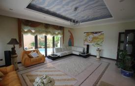 Property for sale in UAE. Luxurious, furnished villa with sea views in the area of Palm Jumeirah