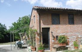 Houses for sale in Emilia-Romagna. Magnificent house in the hills, in Gazzola