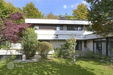 Houses with pools for sale in Bavaria. Unique Bauhaus-Villa Best Location — Munich South
